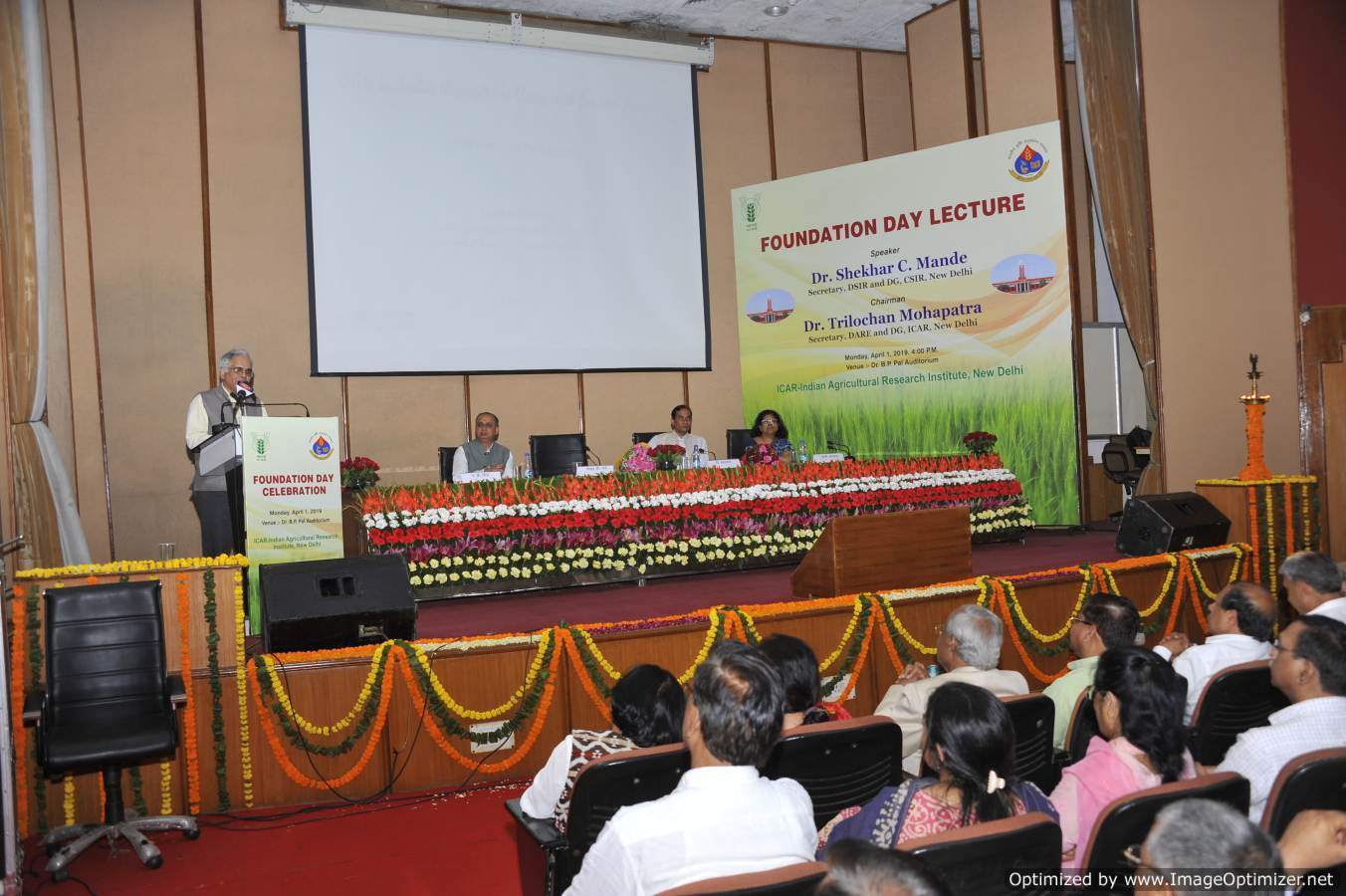 Dr. Shekhar C. Mande, DG, CSIR and Secretary, DSIR delivering the foundation Day Lecture on 1.4.19