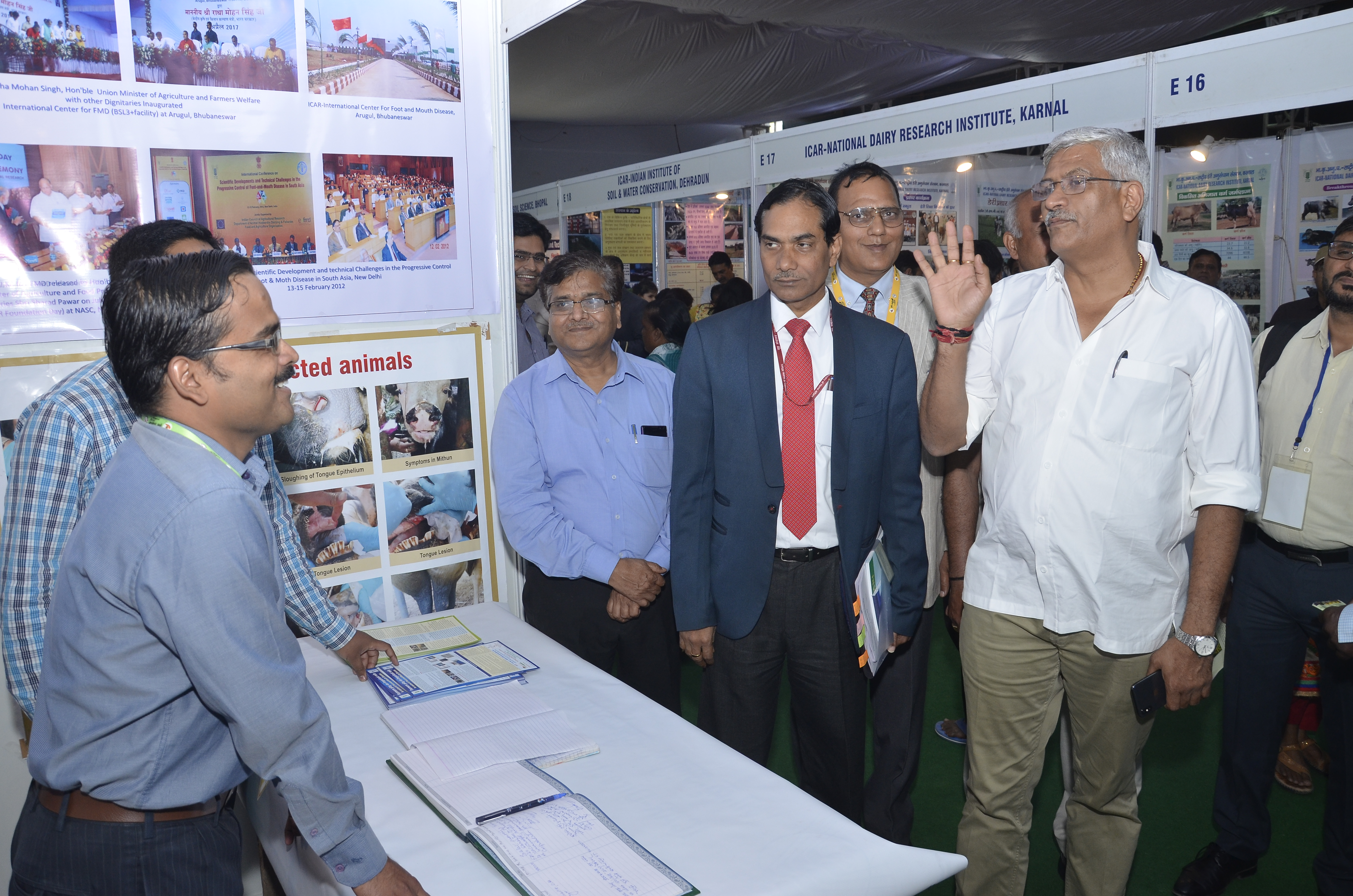 Shri Gajendra Singh Shekhawat MoS Agriculture & Farmers Welfare, Dr. T. Mohapatra, Secretary DARE and DG ICAR, Dr. J.P. Sharma, Joint Director (Ext) and Dr. A.K. Singh Head, Div of Genetics visiting stall during KUM 2018
