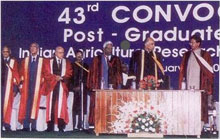 Shri Sharad Pawar, former Union Minisiter of Agriculture (second from right)